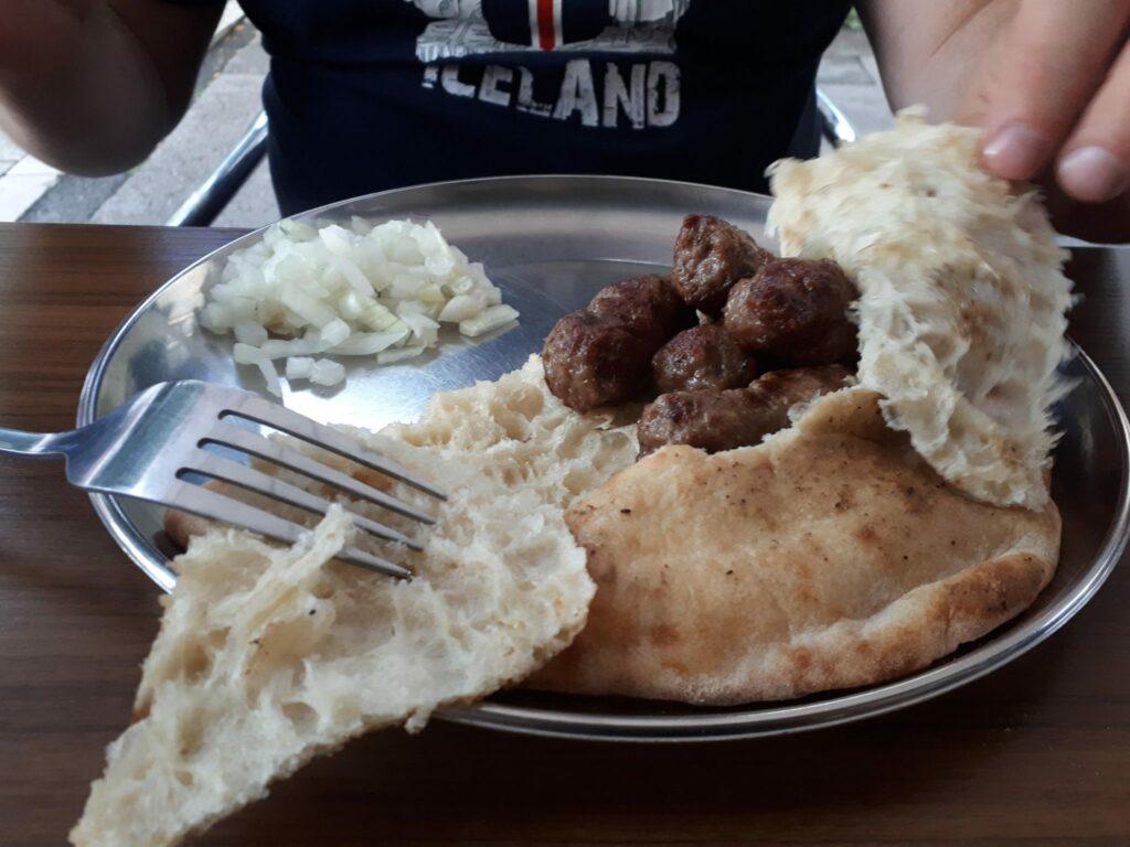 bośniacka kuchnia ćevapčići