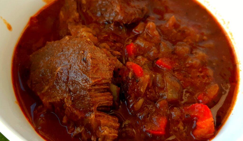 węgierski gulasz wołowy marhapörkölt