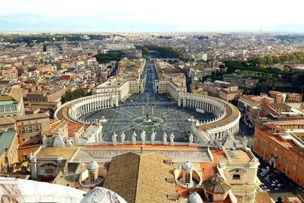 Plac Św. Piotra w Watykanie – test na cierpliwość